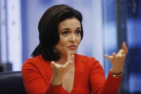 <p>Sheryl Sandberg incentiva mulheres a crescer na carreira</p>