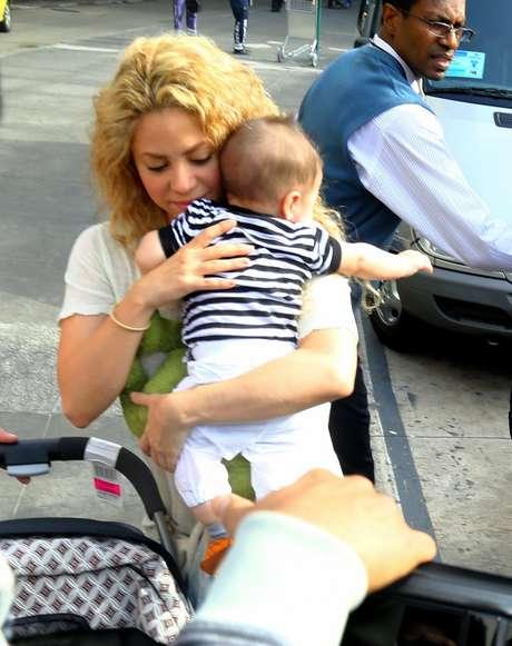 <p>Shakira e o filho Milan, de seis meses</p>
