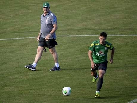 <p>Felipão escolheu Hernanes como substituto de Paulinho</p>