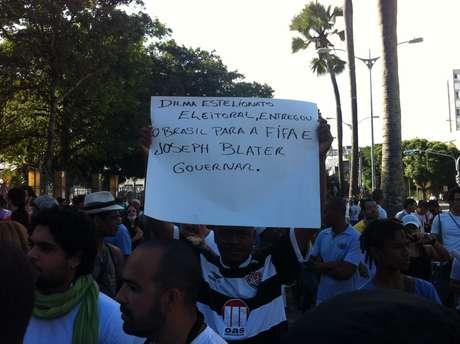 <p>Manifestante baiano protestou contra a realização dos eventos da Fifa no Brasil</p>