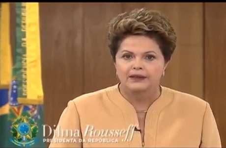 Pronunciamento da presidente durou 10 minutos e foi transmitido em cadeia nacional de rádio e televisão