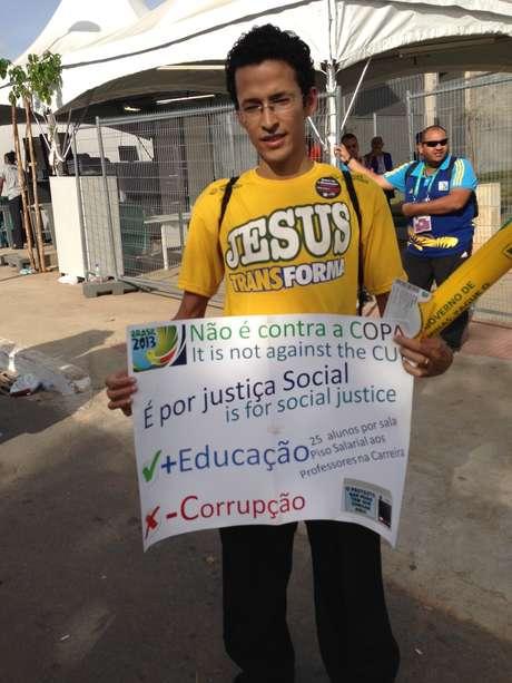 <p>Alguns manifestantes deixaram claro que o protesto não era contra Copa</p>