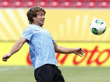 <p>Cheio de elogios, zagueiro brasileiro lembrou parceria com uruguaio no Paris Saint-Germain</p>