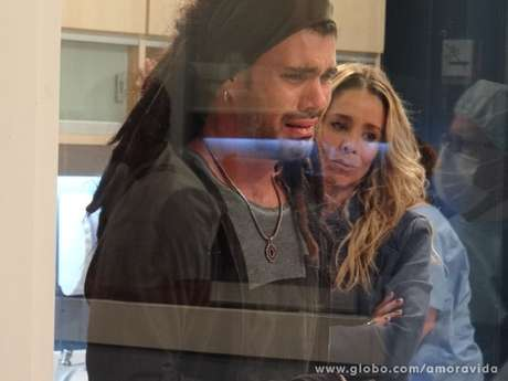<p>Em uma conversa com Amarylis, Ninho vai intuir que Paulinha é sua filha desaparecida</p>