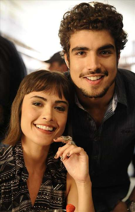 <p>Félix (Mateus Solano) chegará durante uma brincadeira de strip-tease entre Michel (Caio Castro) e Patrícia (Maria Casadevall)</p>