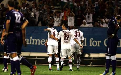 <p>Em gramado sintético, jogadores do time tricolor comemoram vitória apertada sobre time dos EUA</p>