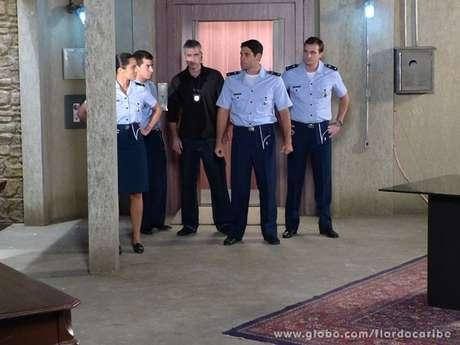 Os tenentes vão ter uma surpresa em 'Flor do Caribe'