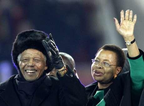 <p>Antes da final da Copa do Mundo de 2010, realizada na África do Sul, Mandela percorreu o gramado do Soccer City</p>