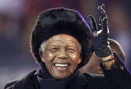 Pouco antes da final da Copa do Mundo de 2010, realizada na África do Sul, Mandela percorreu o gramado do Soccer City em um carrinho de golfe acenando e sorrindo para o público