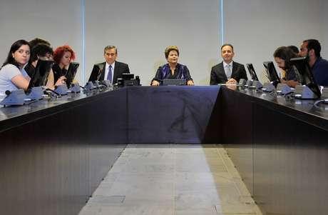 <p>A presidente Dilma Rousseff se reuniucom representantes do Movimento Passe Livre (MPL) no Palácio do Planalto, em Brasília, para debater a pauta de reivindicações dos últimos protestos organizados pelo grupo</p>