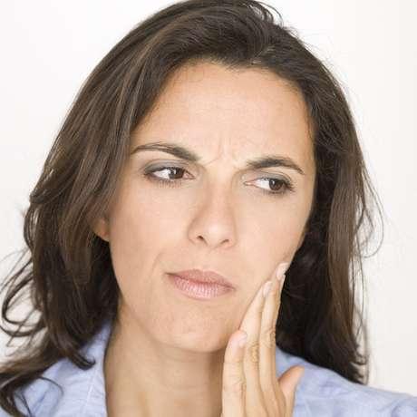 Pesquisas mostram que o maior desconforto, em relação a dor nos pacientes ortodônticos, começa depois de quatro horas que o aparelho foi colocado e atinge o ponto máximo nas primeiras 24 a 48 horas. A partir do sétimo dia praticamente não existe mais a sensação dolorosa