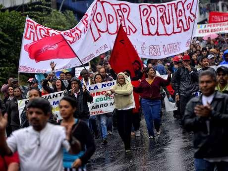 Manifestantes protestam em periferia da zona sul na manhã desta terça-feira em São Paulo
