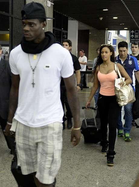 <p>Casal embarcou de Fortaleza (foto); em Milão, saiu de carro sem falar com a imprensa</p>