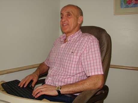 Ele atende em sua clínica, no Sistema Único de Saúde e em um Centro Espírita de Blumenau