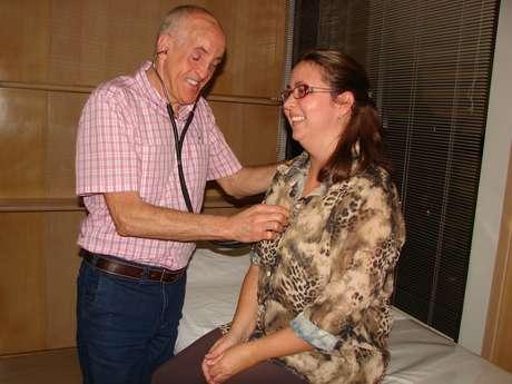 Dr. Wilson conta orgulhoso que muitos de seus pacientes não notam que ele é deficiente visual