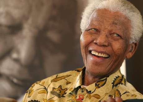 <p>Durante las últimas semanas la salud del líder sudafricano, <strong>Nelson Mandela</strong>, se ha visto detoriorada, lo que ha puesto a miles de sudafricanos a orar por la vida de quien por años luchó en contra del racismo mundial. <strong>Terra</strong> recuerda las frases de Mandela que han inspirado a millones alrededor del mundo.</p>