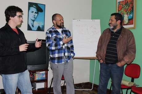 <p>Na imagem, Tales Furtado Mistura (à esq.), Sérgio Barbosa (centro) e Leandro Feitosa Andrade (dir.)</p>