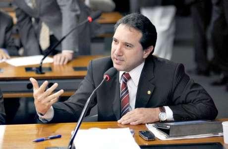 <p>A Câmara dos Deputados abriu processo de cassação do mandato de Natan Donadon (sem partido-RO)</p>