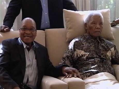 O presidente sul-africano, Jacob Zuma, e Nelson Mandela, em foto de abril de 2013