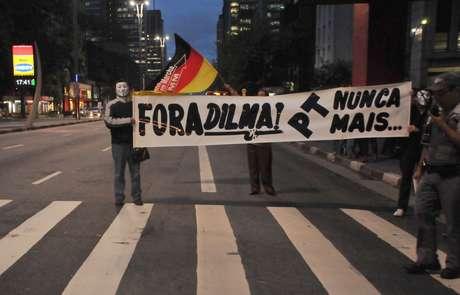 <p>Manifestantes pedem a saída da presidente Dilma Rousseff em protesto na avenida Paulista, em São Paulo</p>