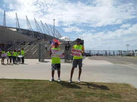 <p>Em meio a protestos, entorno do Castelão convive com tranquilidade</p>