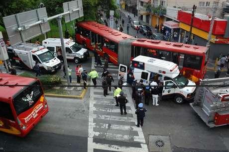 <p>El 29 de junio, un convoy de la Línea 2 del Metrobús y una camioneta se impactaron en el eje 4 Avenida del Té, casi esquina con Sur 187 en la Colonia Granjas México, delegación Iztacalco.</p>