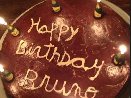 <p>Nigella voltou ao Twitter e postou a foto de um bolo</p>