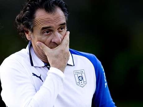 <p>Itália pode carimbar vaga para Mundial do Brasil diante da República Checa;Alberto Zaccheroni, Massimiliano Allegrie Roberto Mancini estariam cotados</p>