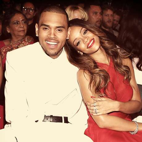 <p>Em 2009, Rihanna sofreu agressões do então namorado Chris Brown, na véspera do 51° Grammy</p>