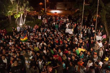 <p>Dezenas de bolivianos fizeramprotesto pedindo justiça em frente ao 49º DP no Bairro de São Mateus, em São Paulo (SP), após a morte do menino Brayan Yanarico Capcha</p>