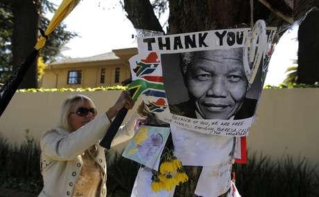Millones en Sudáfrica y en el mundo comparten vigilia por la salud de Mandela