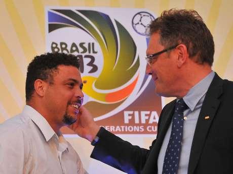 <p>Após Confederações, Valcke se reencontrará com Ronaldo para visitar obras dos estádios da Copa</p>