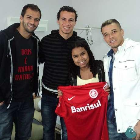 <p>No hospital, Ritchielirecebeu a visita dos jogadores do Inter Muriel, Leandro Damião e D'Alessandro</p>