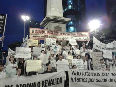 <p>Em Belo Horizonte, médicos participaram de mobilização no início do mês e pediram melhorias na saúde</p>