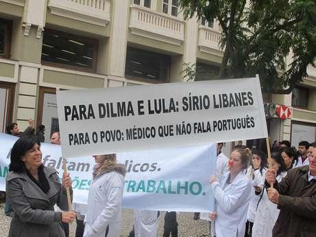 Os médicos de Curitiba criticaram a vinda de estrangeiros, principalmente pela dificuldade com o idioma