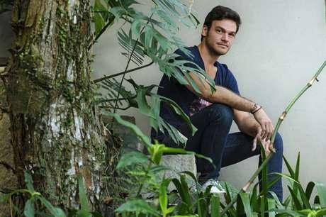 """<p>""""O maior assédio que eu sofro é da minha avó e das senhoras que moram no prédio dela"""", diz Emilio Dias</p>"""