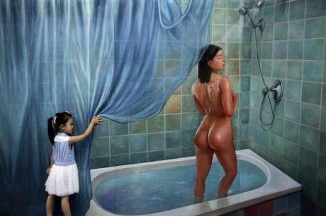 <p>Visitantes posan junto a una pintura tridimensional durante la Exposición de Arte Coreano en Quingdao (China). Estas originales obras, pintadas por artistas coreanos mediante una técnica especial en tres dimensiones, se expondrán en el Museo de Qingdao hasta el 1 de septiembre.</p>