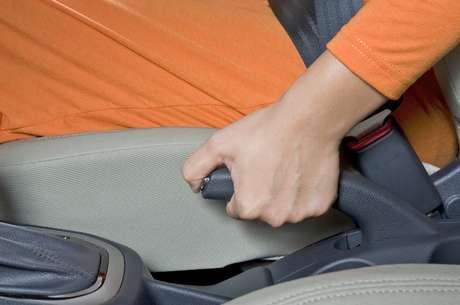 Abaixe toda a alavanca para que não ocorra problema no dispositivo