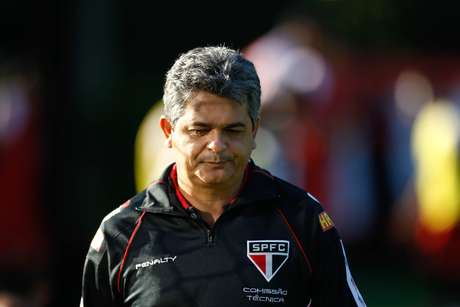 <p>Demitido do São Paulo, Ney Franco foi procurado por dirgente santista; técnico tem histórico de aproveitamento de jovens jogadores</p>