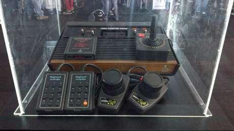 ATARI 2600.- El primer icono de las consolas de videojuegos en el mundo.