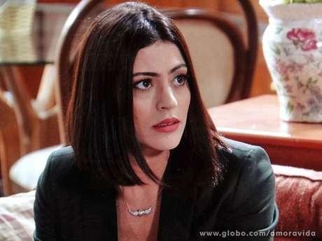 <p>Chorando,Silvia (Carol Castro) conta a Michel (Caio Castro) que tem um nódulo no seio</p>