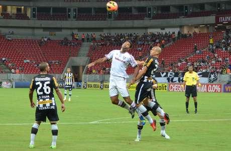 <p>Fluminense e Botafogo fizeram um jogo compouca emoção na Arena</p>