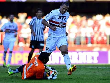 <p>Aranha foi um dos destaques do Santos no clássico contra o São Paulo; embalado, time já venceu três seguidas no Campeonato Brasileiro</p>