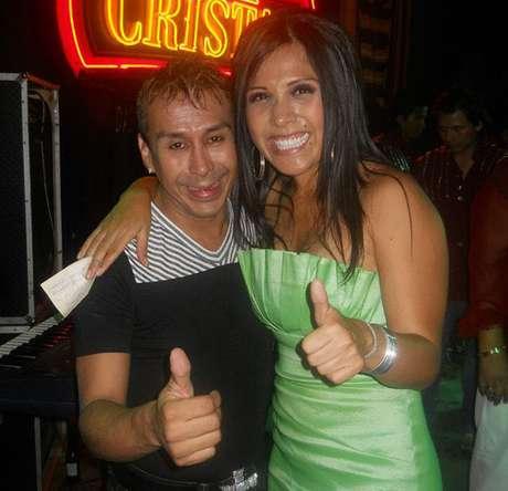 <p>Alex Quiroga Huambachano junto a Tula Rodríguez</p>