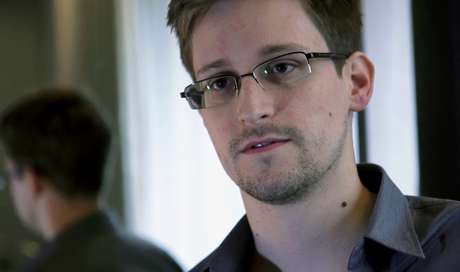 Edward Snowden, que trabajó como empleado contratista en la Agencia de Seguridad Nacional de Estados Unidos, en Hong Kong, en una imagen del 9 de junio de 2013 que facilitó el periódico londinense The Guardian.
