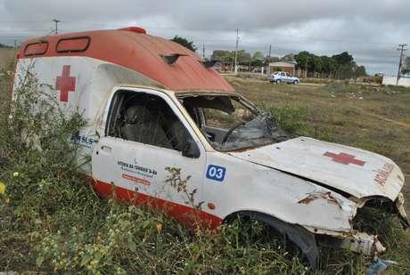 vc repórter: ambulância vendida em leilão é abandonada na Bahia