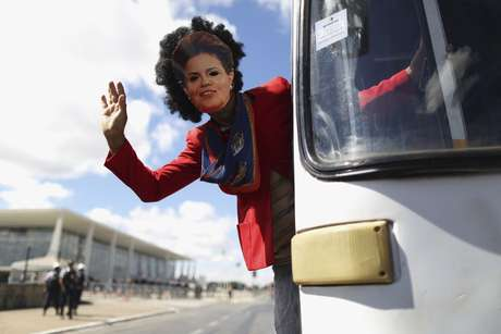<p><b>Brasilia</b>Según la Policía Militar, alrededor de 700 personas participan en la protesta. Los organizadores, sin embargo, calculan un total de 5.000 manifestantes.</p>