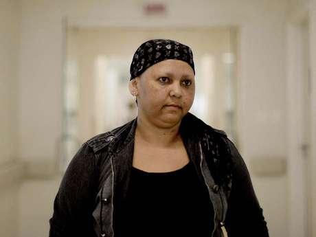 <p>Reginalda Soares dos Santosainda frequenta o Icesp para tomar vacinas após as sessões de quimioterapia</p>