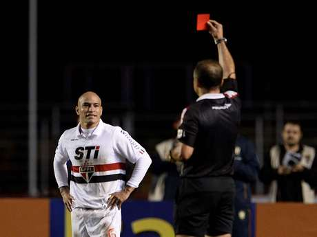 <p>Clemente terá de cumprir suspensão por expulsão na época em que jogava pelo Boca Juniors</p>