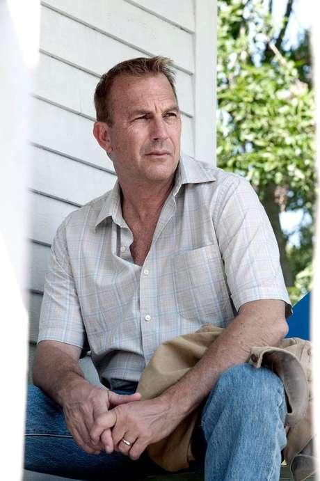 <p>Kevin Costner vive Jonathan Kent, pai do super-herói</p>